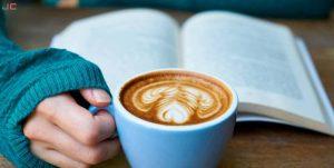 leer con un buen cafe